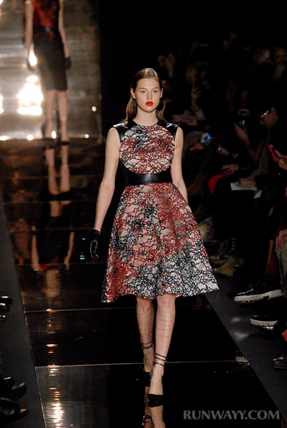 Monique_Lhuillier_fall_2012_007